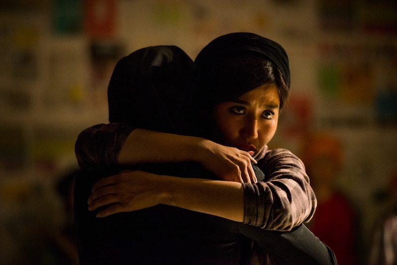 OMID Play ... Hugging girls