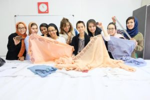 Shawls workshop with omid girls3